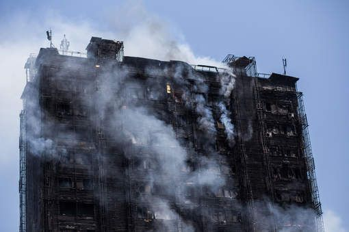 Flat gaat in vlammen op: zeker 15 doden en 60 gewonden - HLN.be