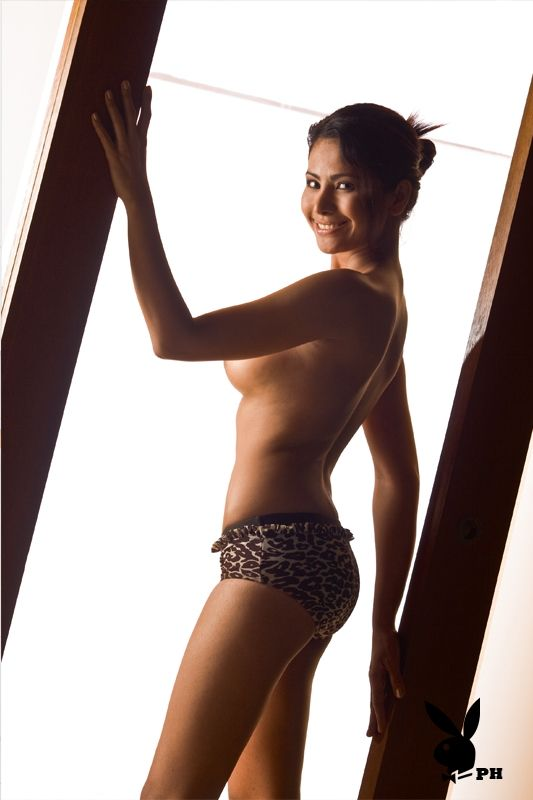 nude Cassandra ponti