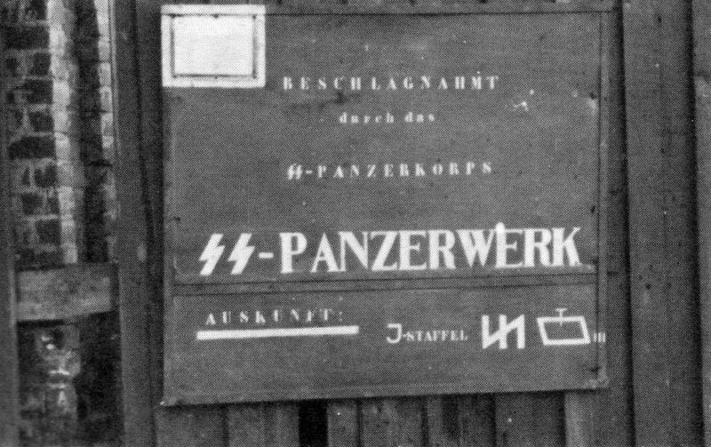 Printemps 1943. Un atelier de réparation et de modification de T-34/76 de différents modèles afin d'être mis aux standards germaniques dans les anciennes usines KhPZ de Kharkov. Ils seront ensuite reversés à la SS-Panzer-Grenadier Division « Das Reich » (sans doute à son SS-Panzer Regiment 2 ou au SS-Panzerjäger-Abteilung 2).  Courtesy ru-armor.livejournal.com/207525.html