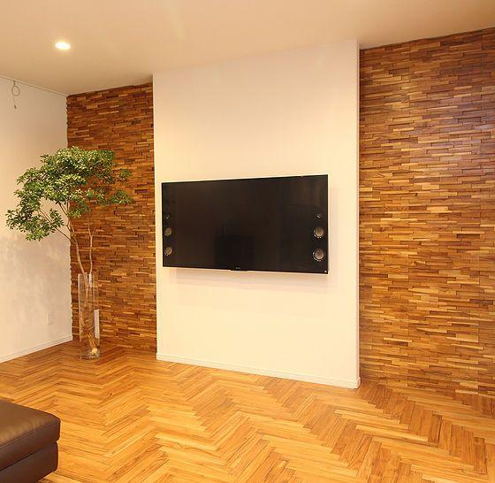 木製デザインウォールパネルは 近年ヨーロッパやアメリカで木材を使った新たに空間演出する商品として注目をされています 単純に木製品を壁材を使うことは 日本でも過去にもありました 今まで使用されなかった材料にデザインという価値を加え 施工性にも配慮しま