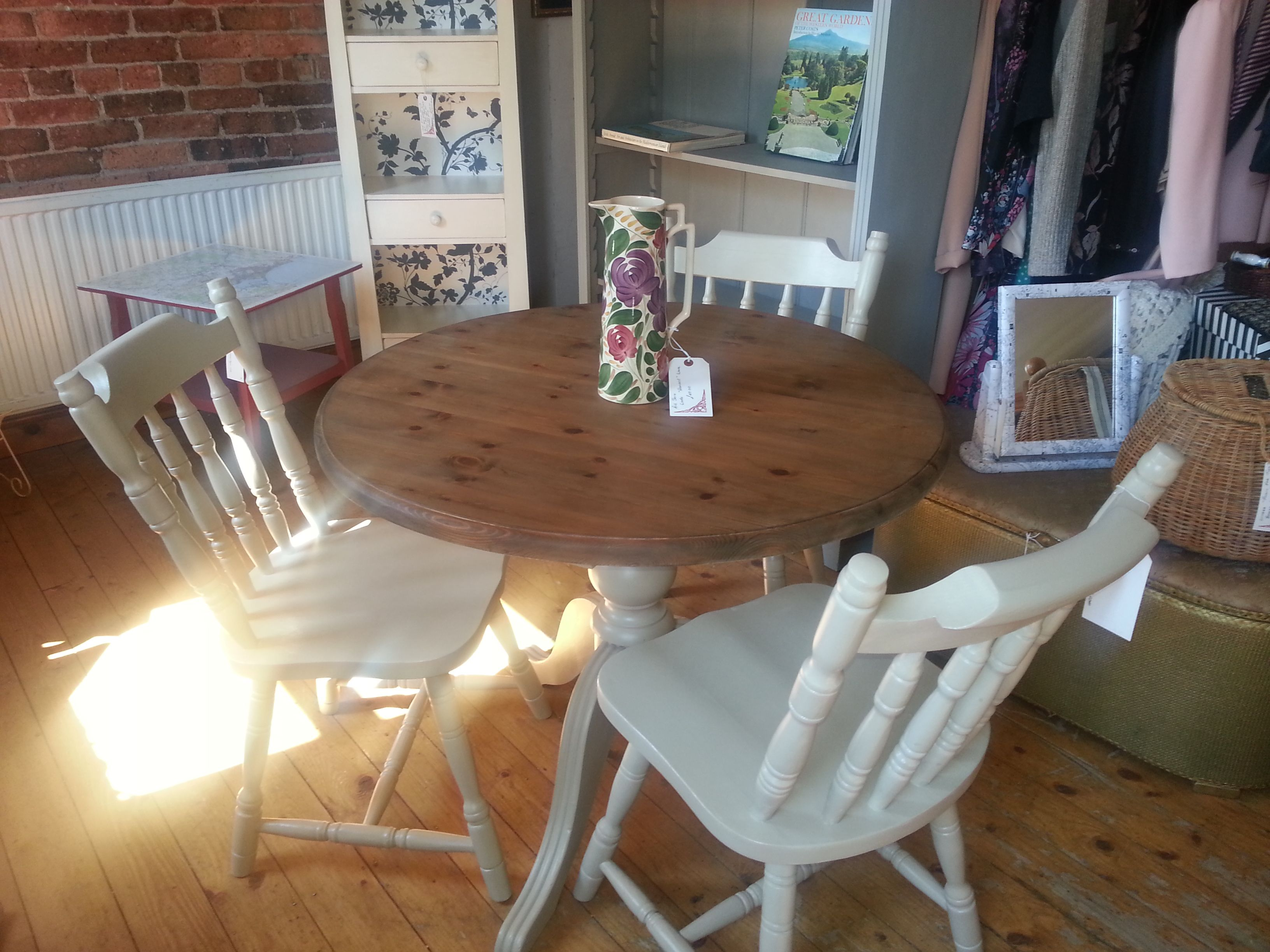 Round pine dining table and chairs Tables