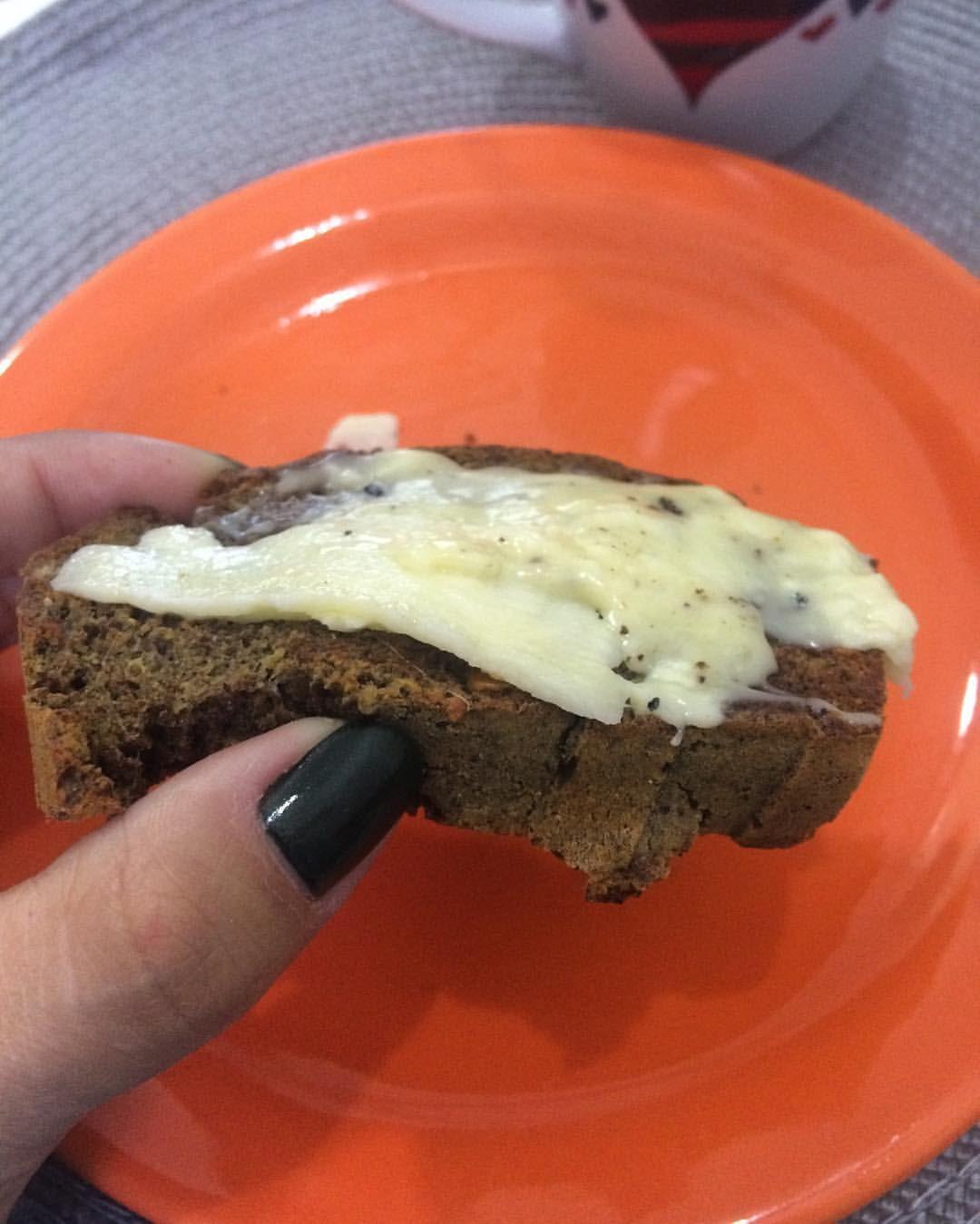 """378 curtidas, 30 comentários - Sou eu @lu_paleo_lowcarb (@lu_silvaraujo) no Instagram: """"Café com pão de berinjela e queijo derretido 😋 Receita da @nutrideia Sucesso! 1 xícara de…"""""""