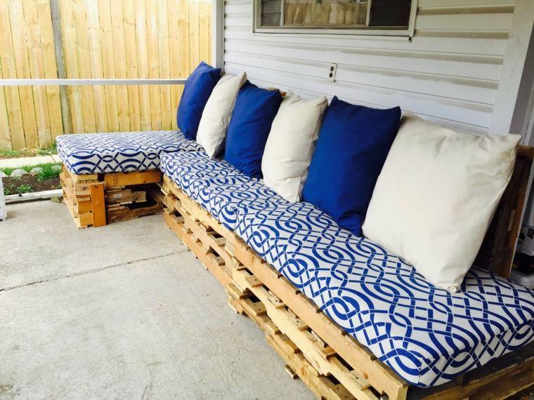 Cuscini Bianchi E Blu.Fai Da Te Idea Per Un Arredo Giardino Con Bancali Realizzato Con