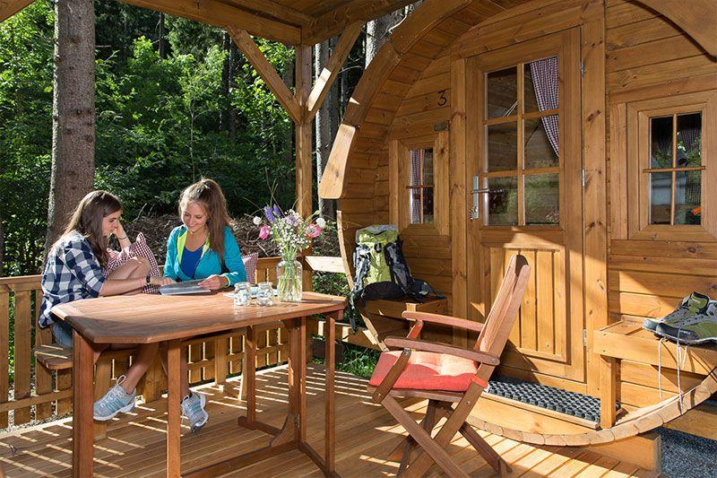 Campingfässer im Camping Residence Chalet CORONES - Südtirol - Rasen - Antholz - Dolomiten