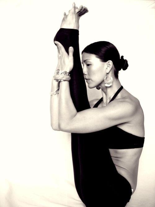 Live To The Point Of Tears Yogachick Navasana Boat Pose Variation Yoga Girl Yoga Inspiration Beautiful Yoga