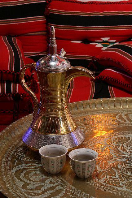 dallah coffee turkish saudi arabic pinterest kaffee kaffeemaschine und orientalisch. Black Bedroom Furniture Sets. Home Design Ideas