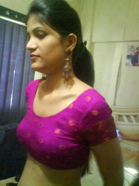 aunty without desi blouse Hot