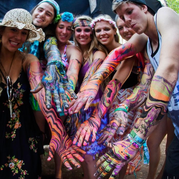 Body Marbling Is Body Painting S Trippy Cousin Body Art Painting Body Painting Glowing Art