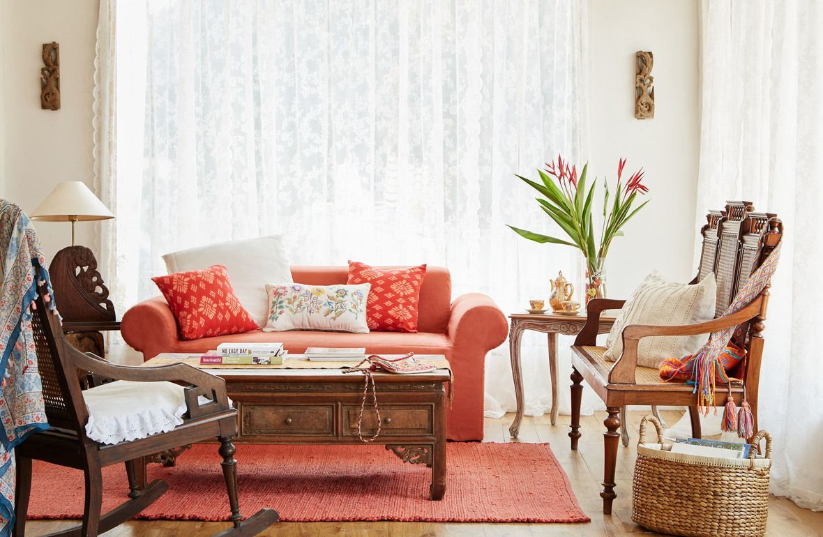 Instill A Sense Of Earthiness In Your Livingroom With Warm Browns  # Muebles Gayatri