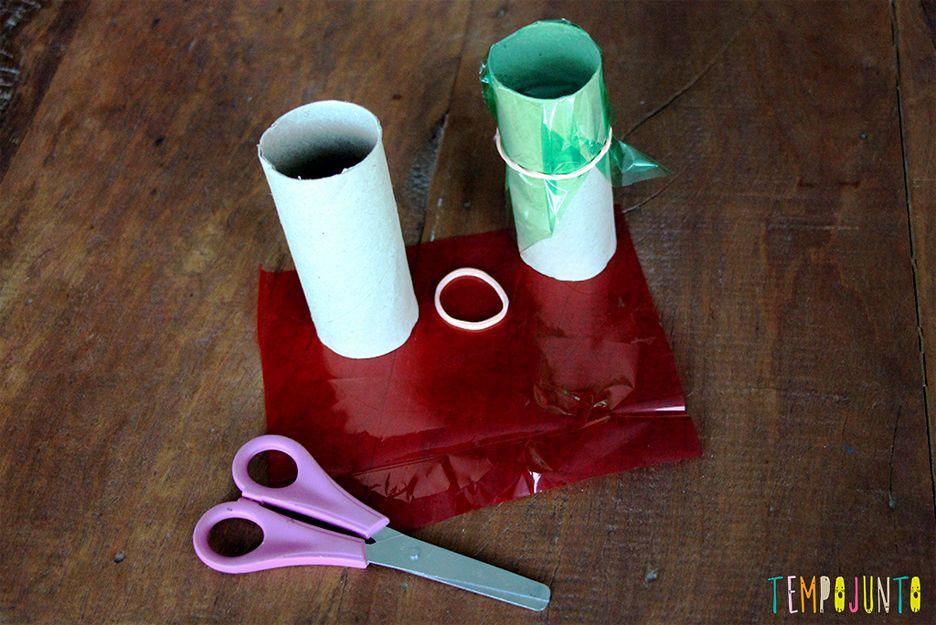 Brinquedos de materiais não estruturados - celofane preso no rolo de papel 2