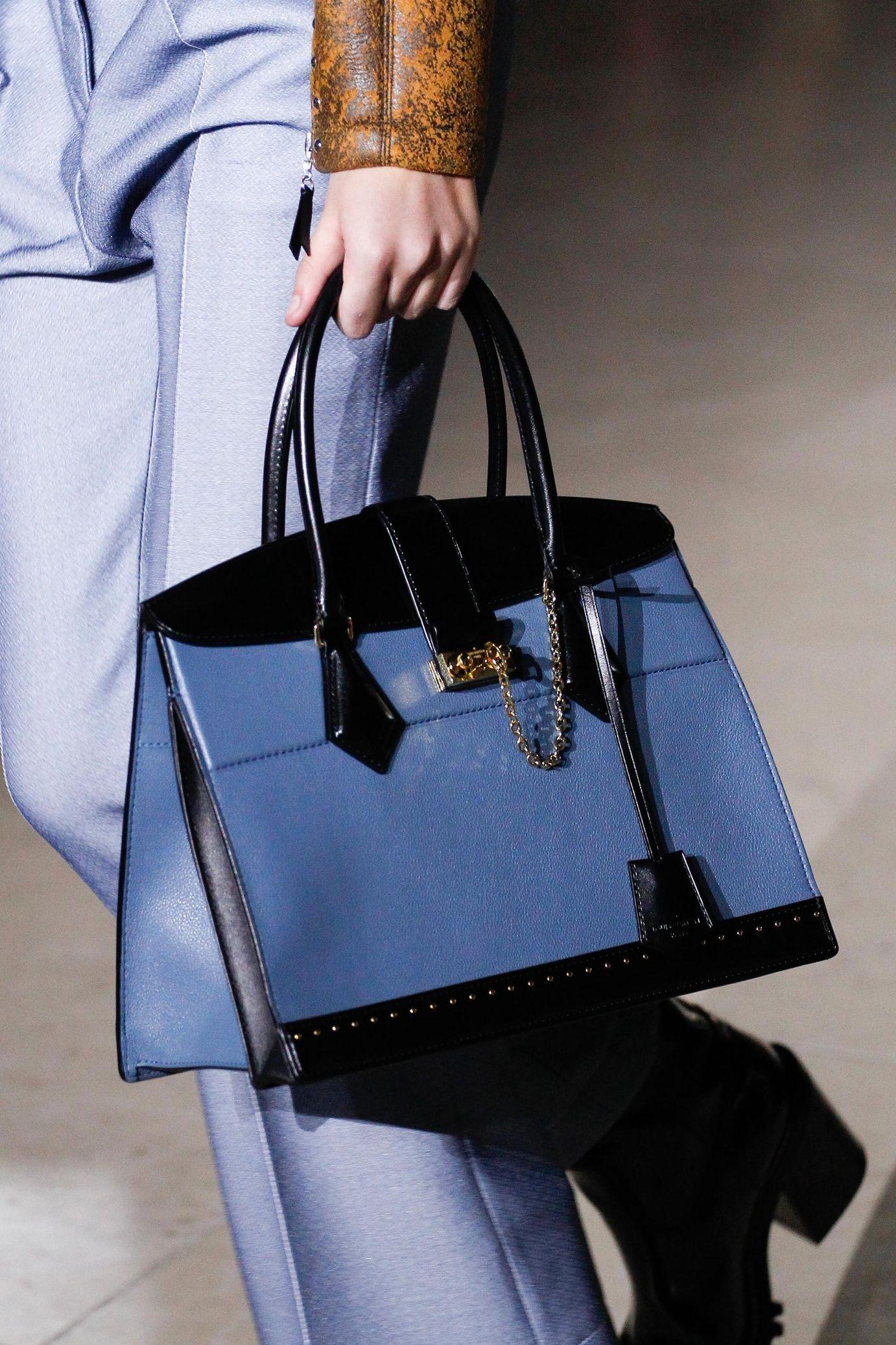 85486cfa6e84 Défilé Louis Vuitton  prêt-à-porter femme automne-hiver 2017-2018 ...