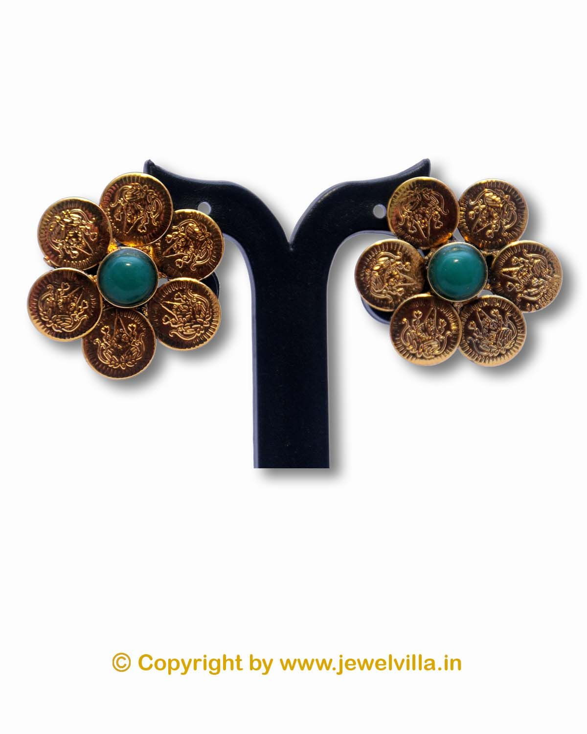 We are offering to our valued customers a fine range of earring.This is very famous Jewellery design from Kolhapur.Ethnic inspires jewellery with a contemporary edge. Its intricate design and exclusive styling will give a unique touch to your look.