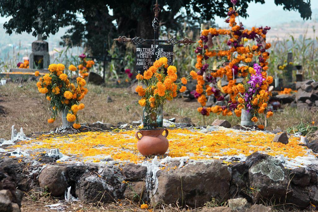Ni La Muerte nos separa Cementerio Isla La Pacanda, Michoacán, México