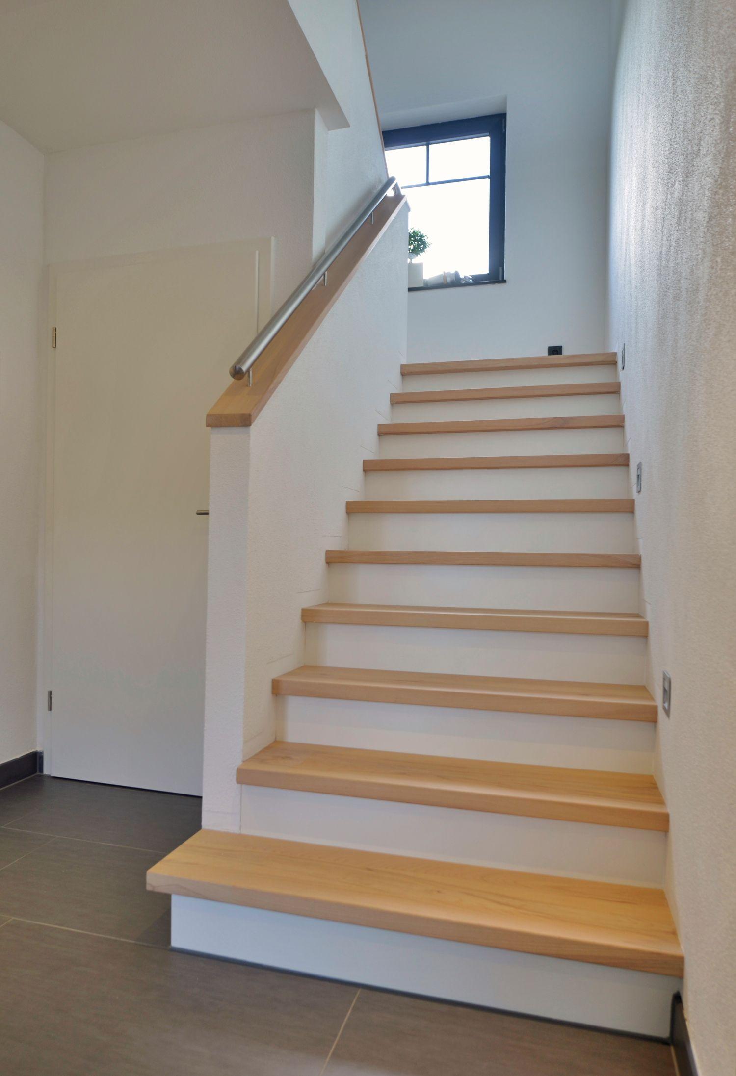 Wangentreppen Aufgesattelt Treppenbau Becker Flur In