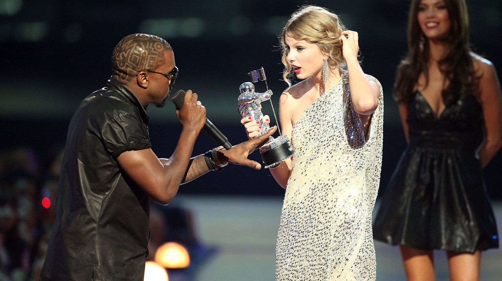 Just A Reminder That Taylor Swift Always Brings The Drama To The Mtv Vmas Taylor Swift Kanye West Taylor Swift Jokes Taylor Swift