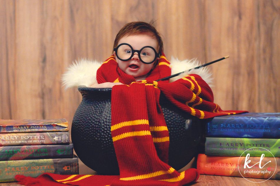 29 Adorable Harry Potter Themed Baby Photos Harry Potter Baby 3 Month Old Baby Baby Announcement Funny