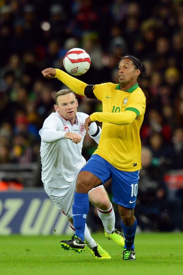 Ronaldinho Vs Rooney Football Players Brazil Football Team Football