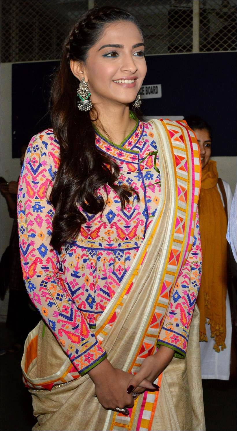 Saree blouse design sleeve sonam kapoor celebrating republic day with kids at neerja bhanotus