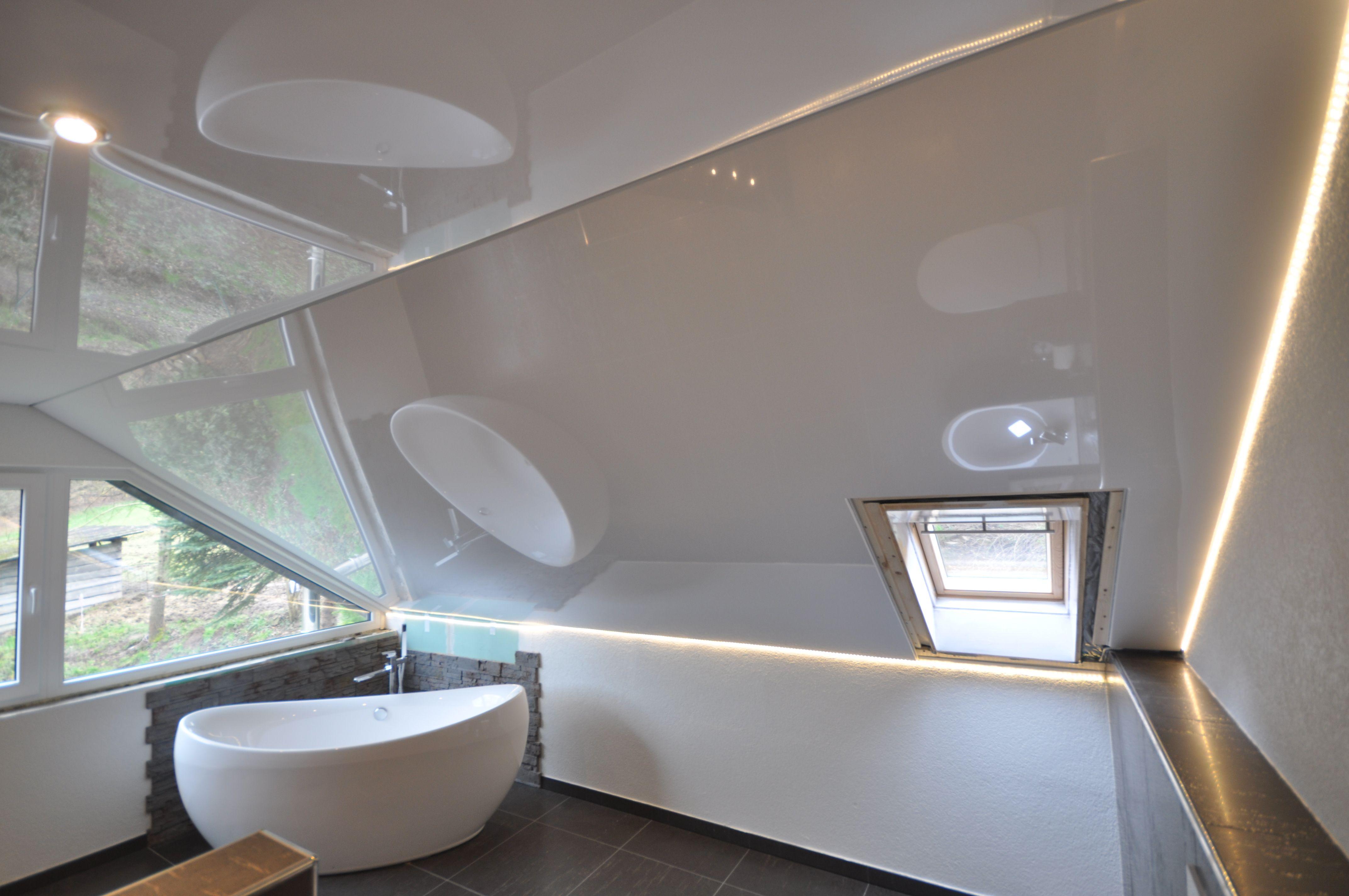 Badezimmer Mit Dachschrage In 2020 Dachschrage Spanndecken Led Strahler
