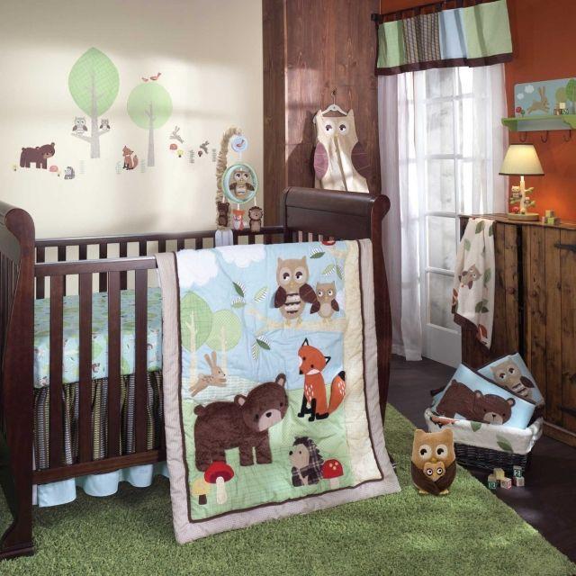 Babyzimmer Gestalten Neutral Waldtiere Holzmoebel Gruener Shaggy Teppich