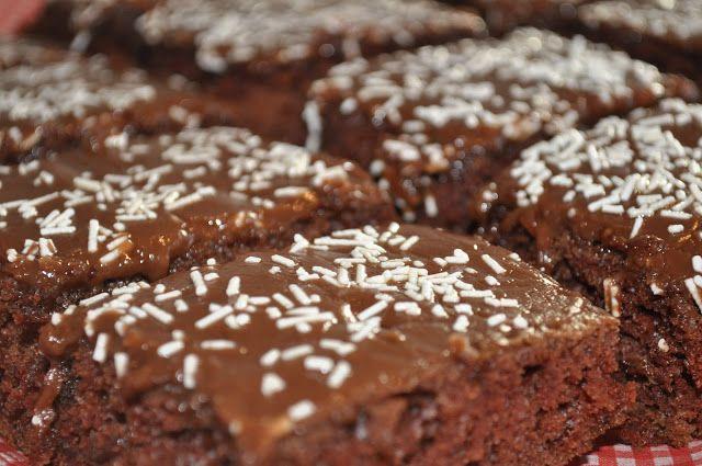 sjokoladekake med surmelk