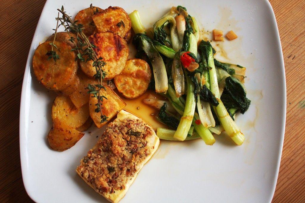 #Tofu mit Mandelkruste. Dazu #Ofenkartoffeln und #Pak Choi. #vegan #vegetarisch  #rezept #recipe #food #kitchen #cooking #almond #asian #veggie  Das gesamte Rezept auf www.veganerezepte.eu