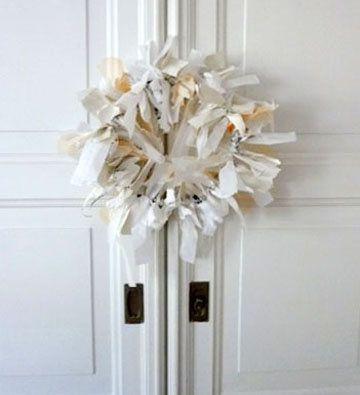 wanddeko kranz aus stoff und papier selber machen adventskr nze pinterest kranz papier. Black Bedroom Furniture Sets. Home Design Ideas