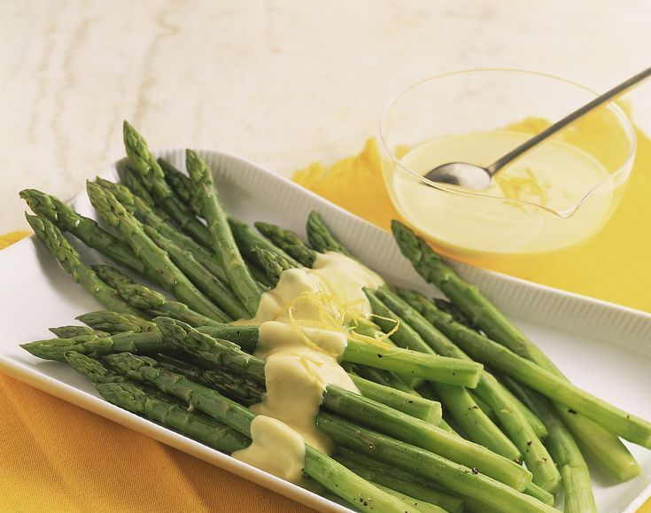 Simple Hollandaise sauce recipe and its many alternatives to serve with asparagu...  - Beautiful Sauces - #alternatives #asparagu #beautiful #Hollandaise #recipe #Sauce #Sauces #serve #simple #hollandaisesauce