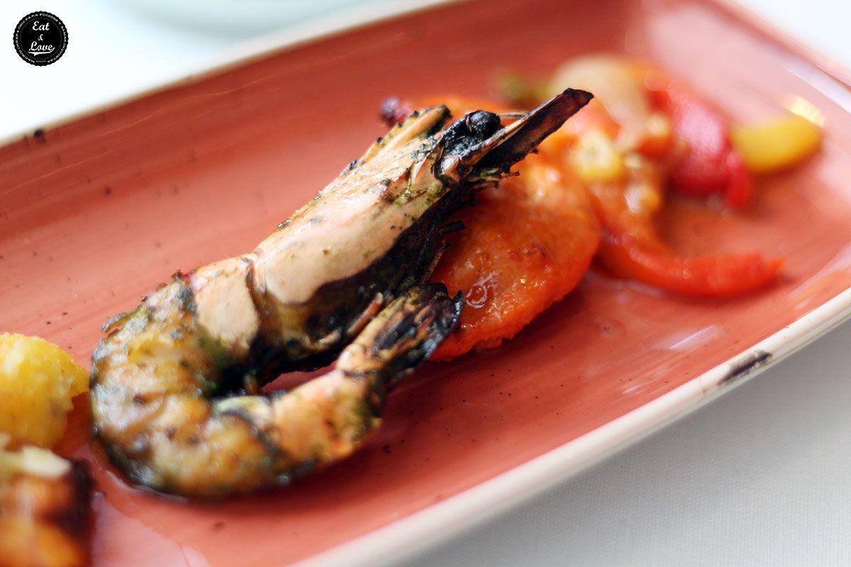 Mar y Montaña de pollo y langostino en Benarés restaurante indio Madrid