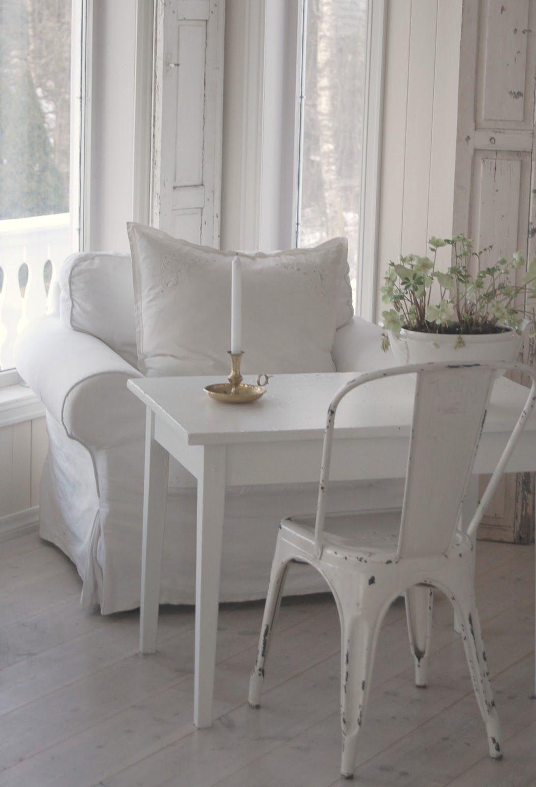 All white Scandinavian decor.... so peaceful.