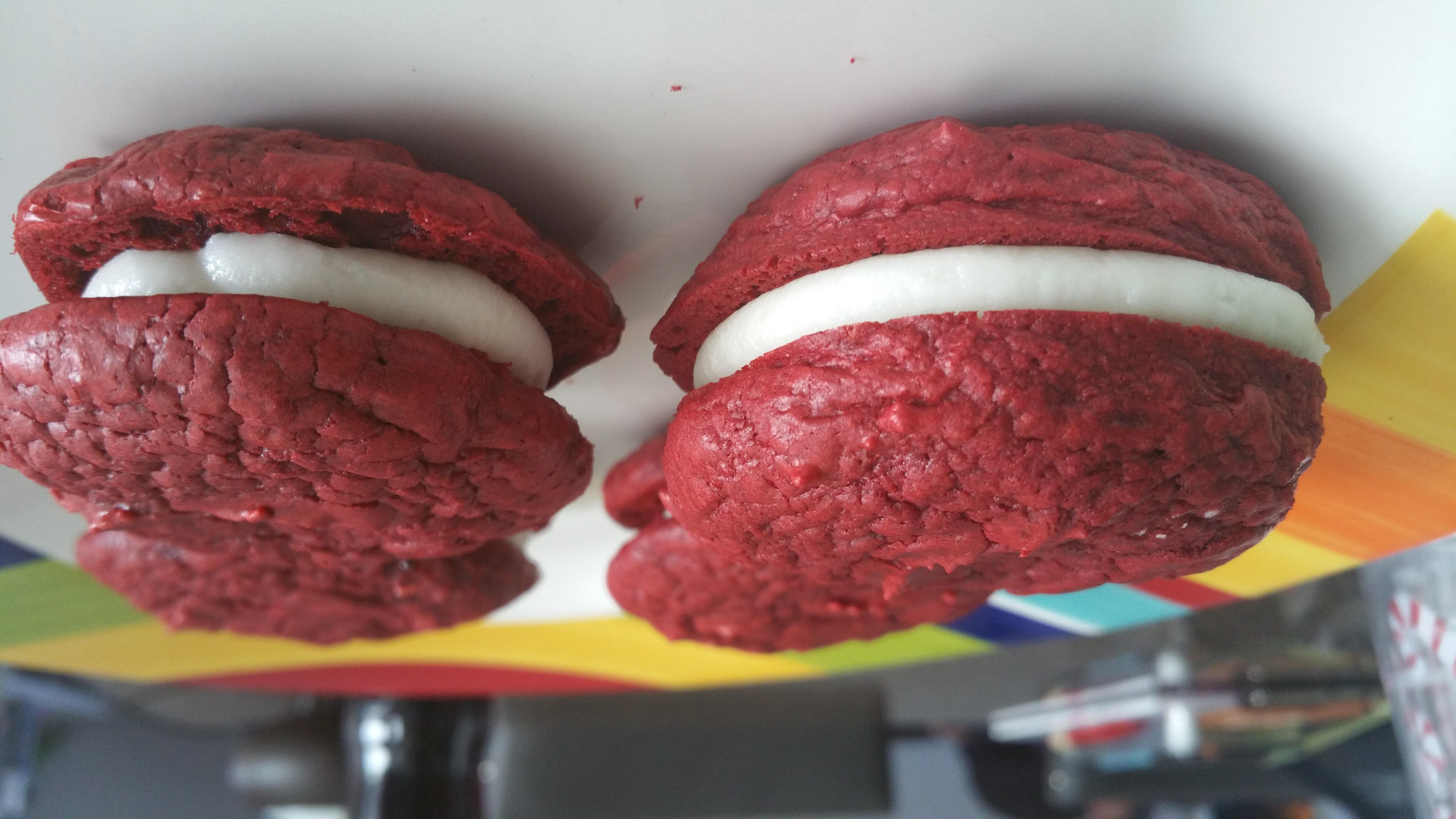 Red Velvet Sandwich Cookies Duncan Hines 174 Deserts In