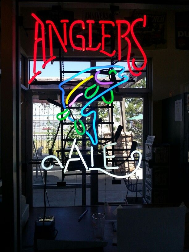 Who doesn't love neon beer signs?!? This would be great for the beach house! Neon/beer sign in slc utah