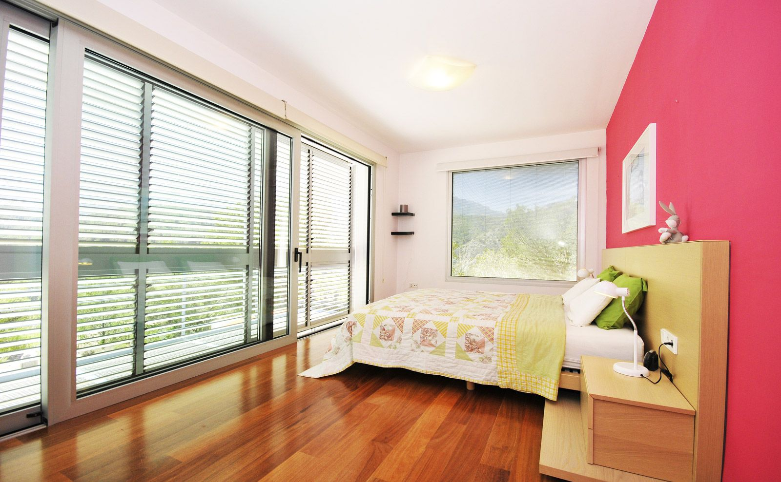 Best Master Bedroom Upstairs With A Lot Of Space And Lovely View 640 x 480