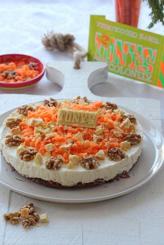 Worteltjestaart in 'n reep! Met een witte reep wortel walnoot van @tonyschocolonely heb ik een verrukkelijke wortel cheesecake gemaakt!