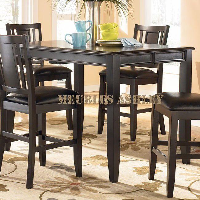 Table de salle  manger 175 00$ Lég¨rement endommagé Collection