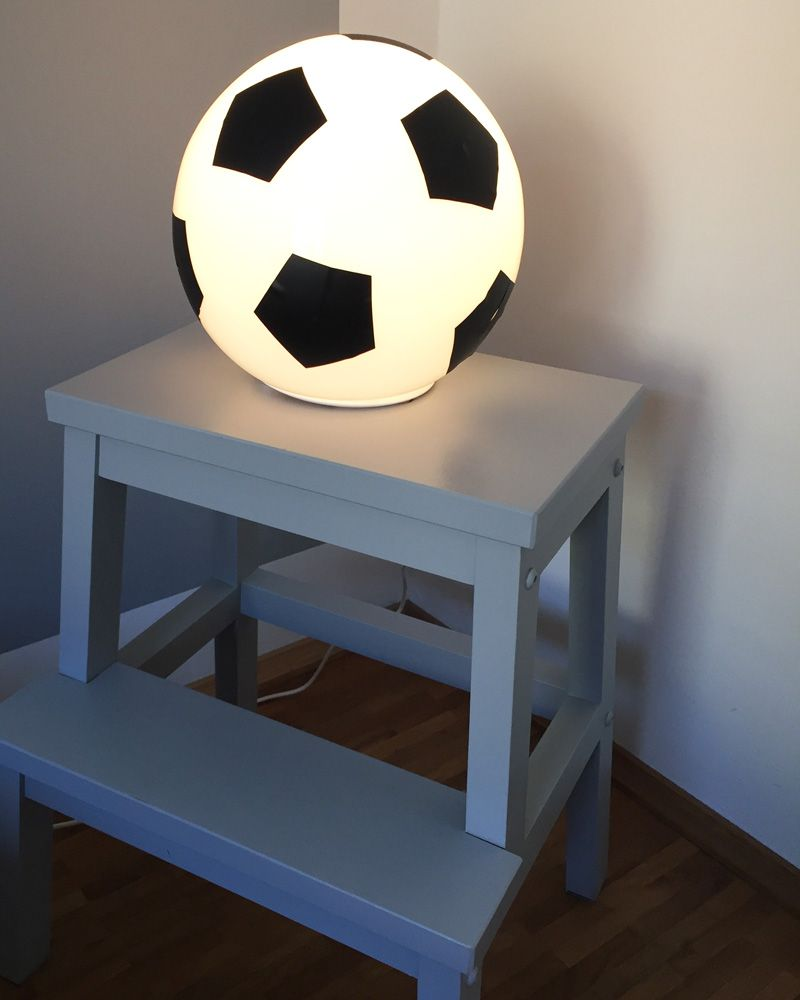 fussballzimmer ikea lampen werden zur fu balldeko diy. Black Bedroom Furniture Sets. Home Design Ideas
