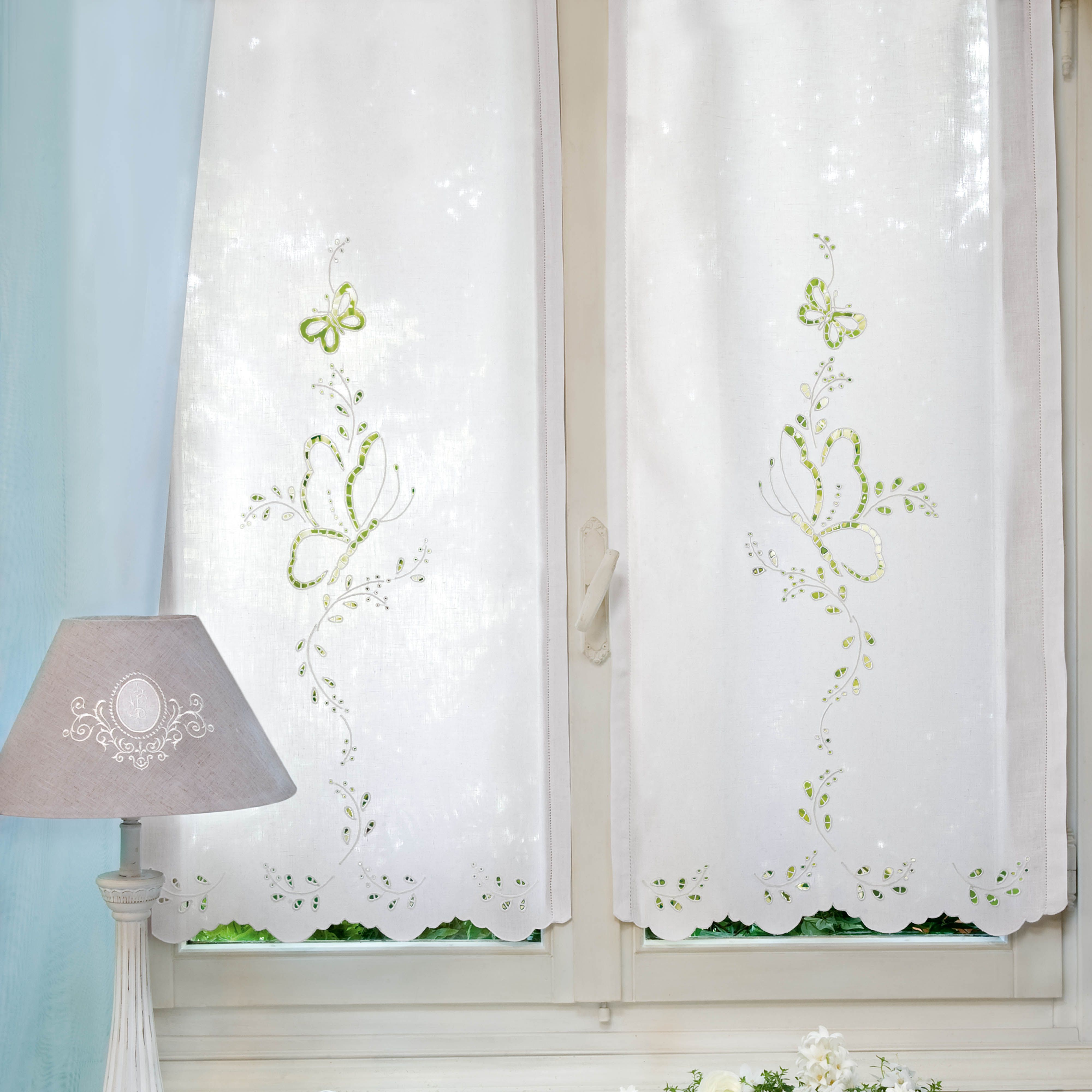 Tende ricamo intaglio farfalle curtains pinterest for Farfalle da ricamare