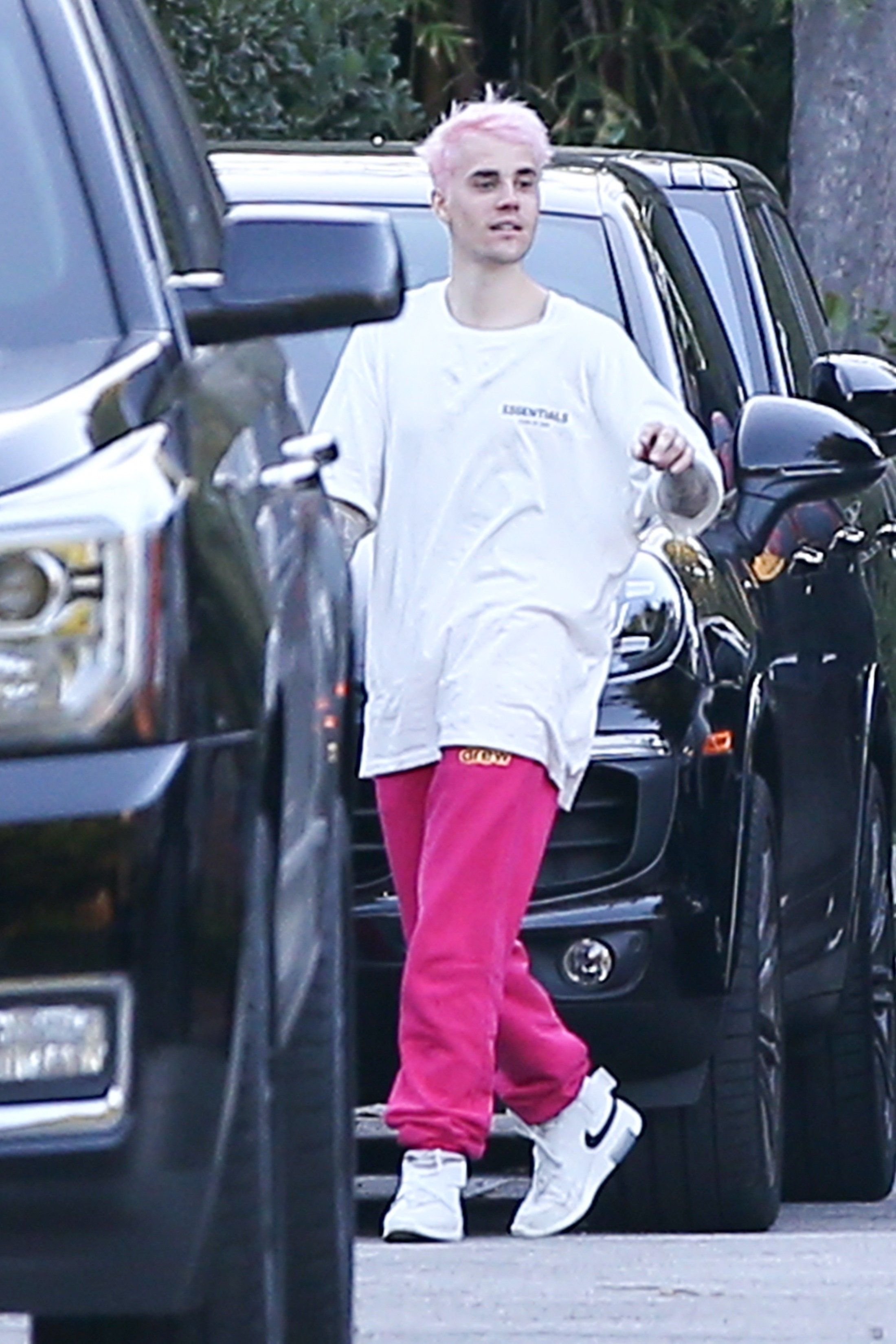 Justin Bieber Sports New Pink Hair Out In Beverly Hills California Today Credit To Owner Justin Bieber Justin Pink Hair