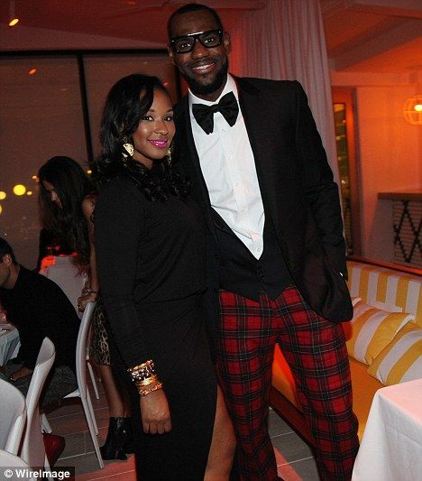 What A Sparkler Miami Heat Star Lebron James S Fiancee Savannah Brinson Shows Off Engagement Ring After New Year S Eve Proposal Lebron James Wedding Lebron James And Wife Lebron James