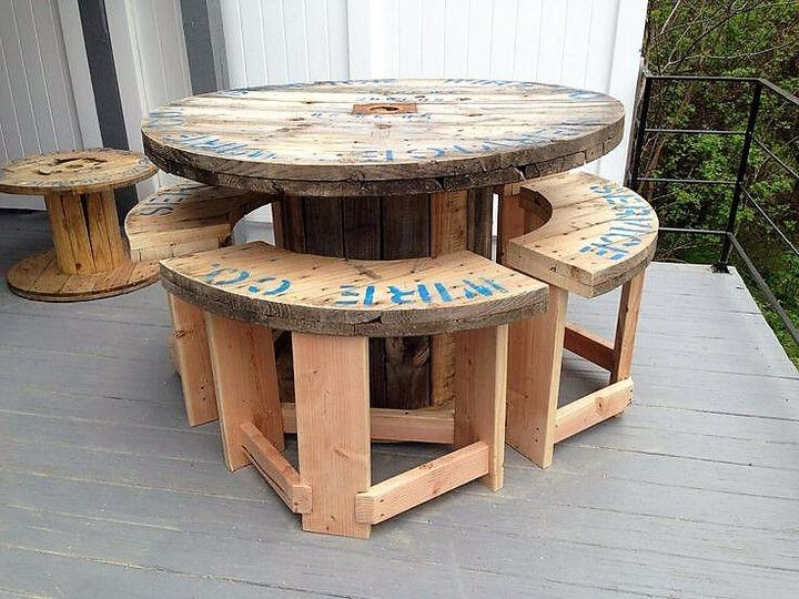 Creative Use of Recycled Pallet Cable Spools #cablespooltables