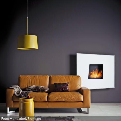 Braune Ledercouch im Wohnzimmer mit Wandkamin Living rooms - moderne wohnzimmer boden