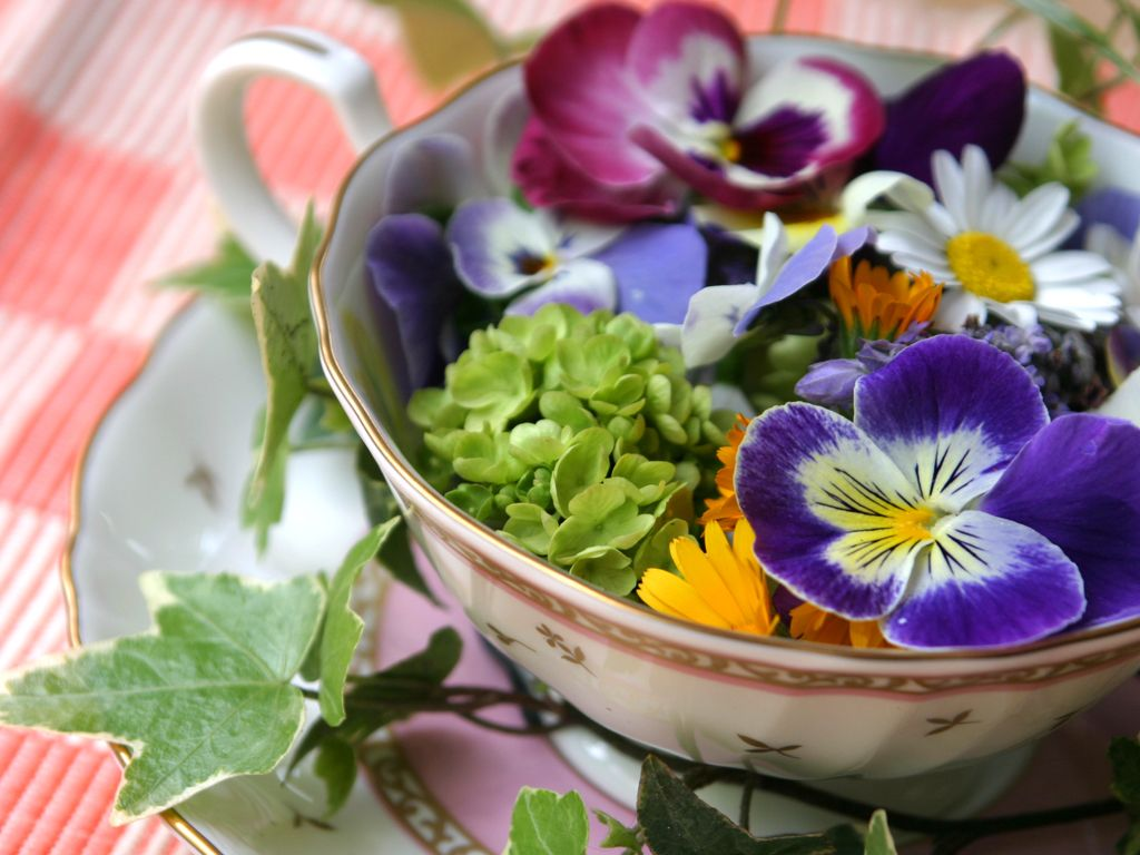 The Benefits Of Herbal Tea Herbalism Edible Flowers Pansies