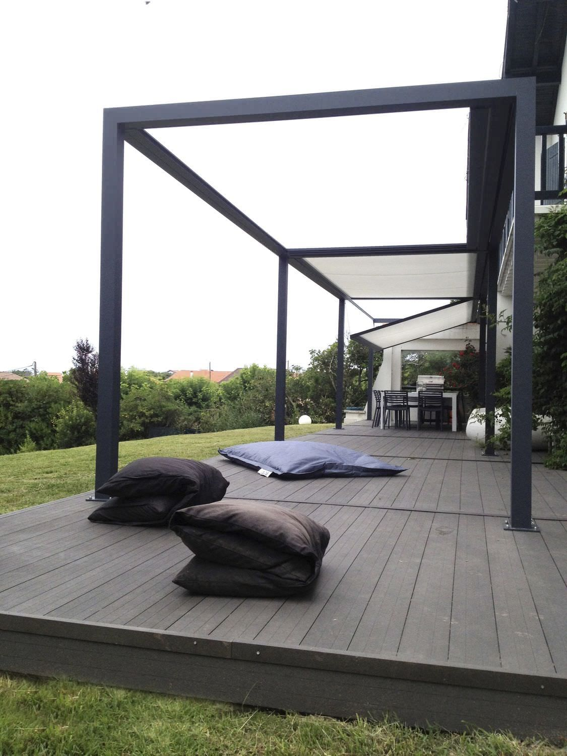 Self supporting pergola aluminum pvc farbric sliding cover id2 design id e terrasse for Pergola aluminium design
