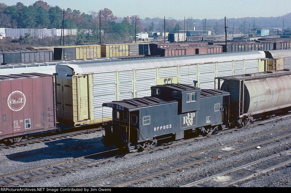 A RF&P caboose in Tilford Yard