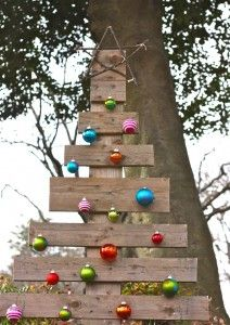 A Whole House Of Recycled Christmas Crafts Including A Pallet Christmas Tree Pallet Christmas Tree Christmas Yard Decorations Christmas Decorations Diy Outdoor