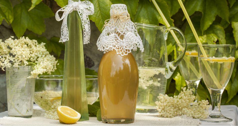 Syrop Z Kwiatow Czarnego Bzu Sprawdzony Przepis Bottles Decoration Hot Sauce Bottles Wine Bottle