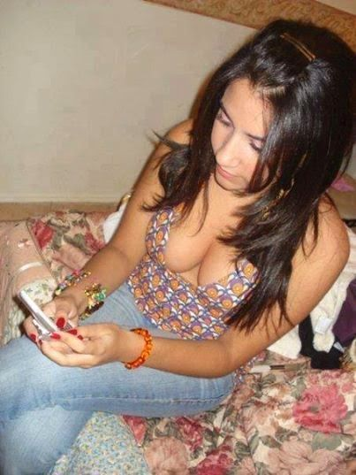 Indian Girl Showing Cleavage
