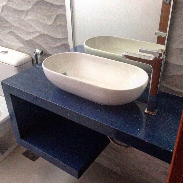 Bancada em quartzo Azul Stellar com cuba de apoio #inspiracaododia #trabalhon # Cuba Banheiro Granito