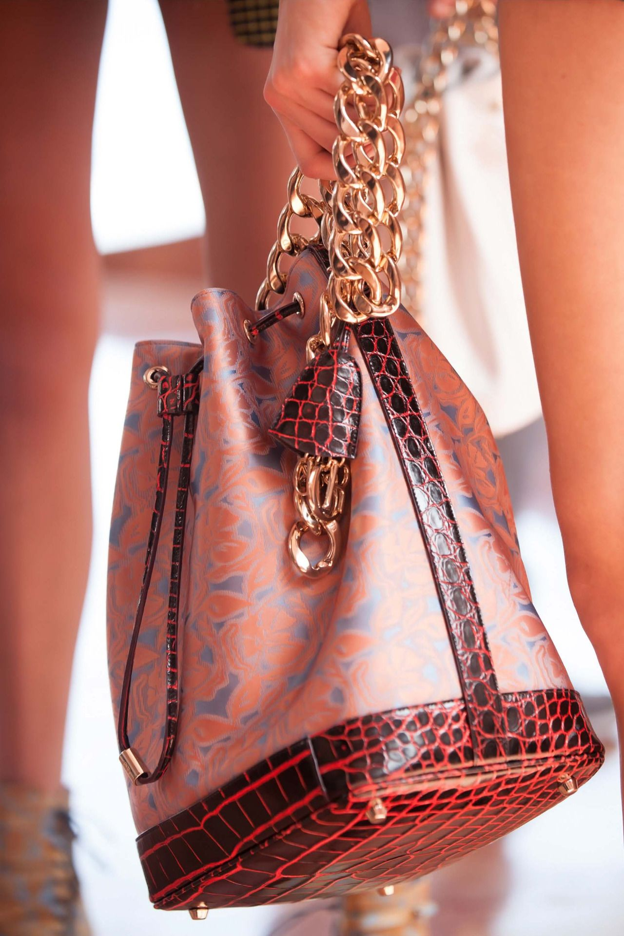 Bucket bag with a gold chain strap - DIOR par Raf Simons - Cruise 2016  Collection  itbag...x 22ccc0fb6e