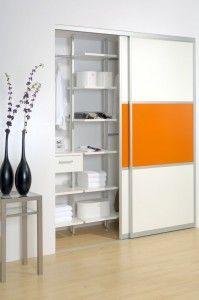 inova schiebet r systeme gibt es auch mit geteilten schiebet rfronten hier im flur mit. Black Bedroom Furniture Sets. Home Design Ideas